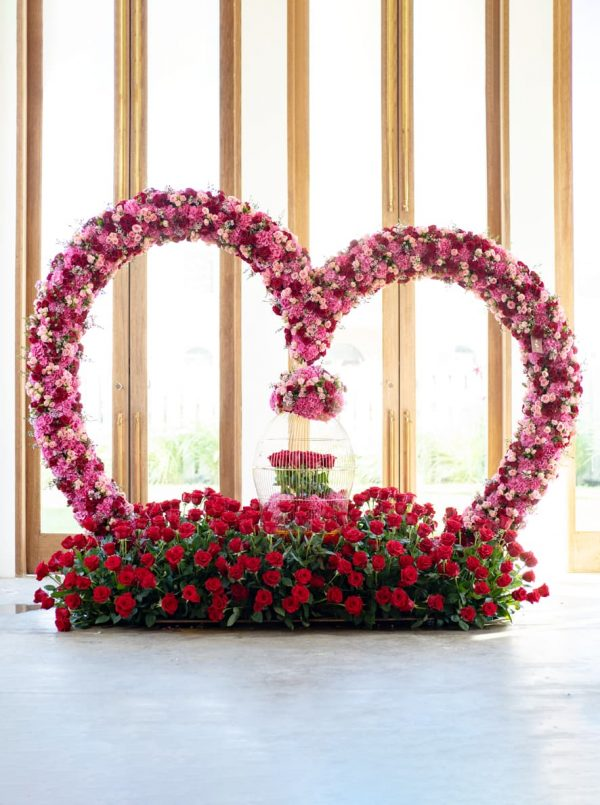 Create the perfect floral arrangement with WUD Flowers, Dubai.